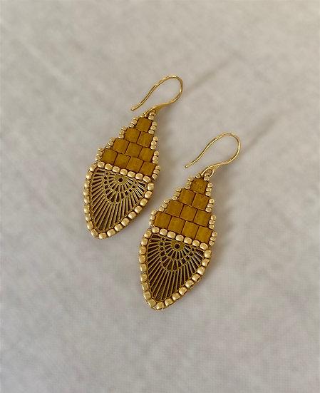 Rainbow Gold - Beadwork earrings with gold pendant