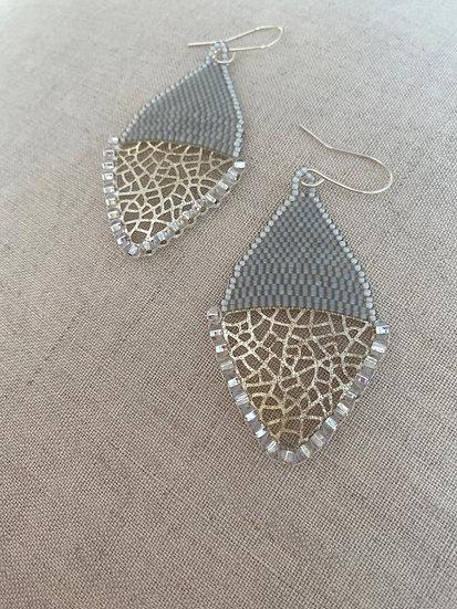 Beadwork earrings with silver pendant - Grey & Silver