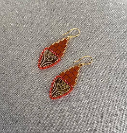 Rainbow Orange - Beadwork earrings with gold pendant