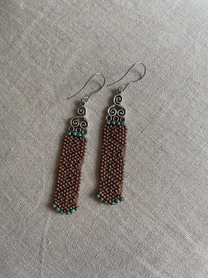Celtic ornament beadwork earrings - Brown & green