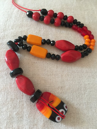 Long beads pendant necklace