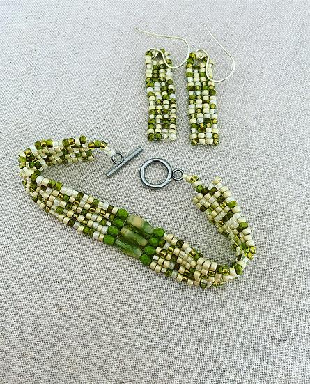 Pebbles Green - Beadwork bracelet