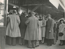 Crowd_at_the_Coffs_Harbour_Railway_Refreshment_Room,_1947_(5040636756).jpg