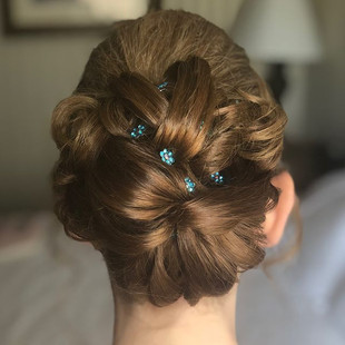 Bride's hair ⚡️ _glamorousbyjuanita #tea