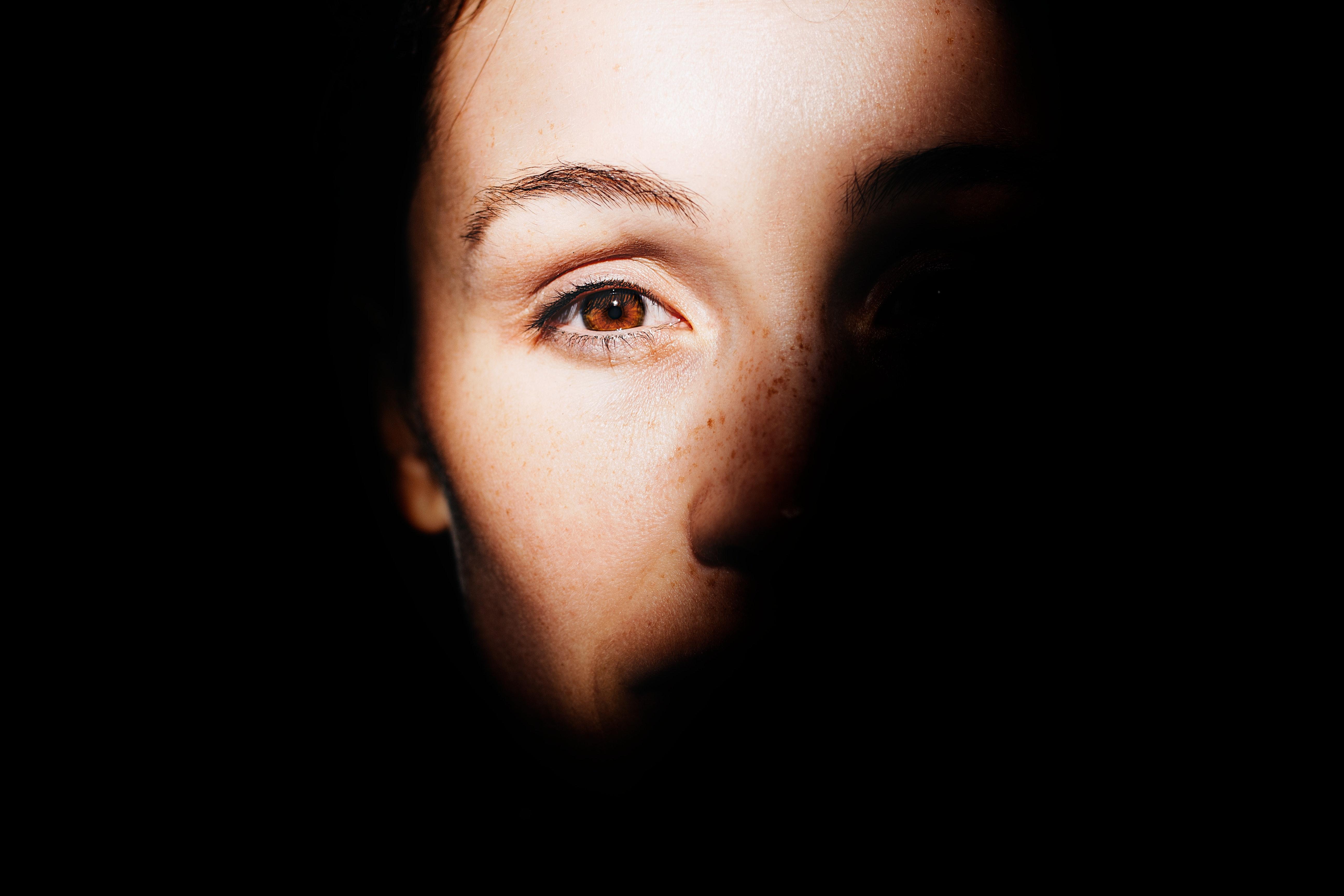 woman-left-eye-879178