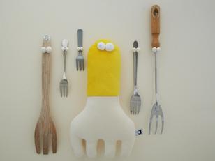Kiki, the giant squid who loves forks