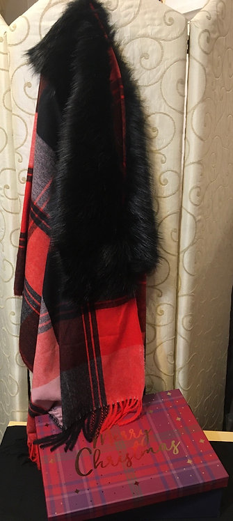 Check shawl with fur collar in gift box