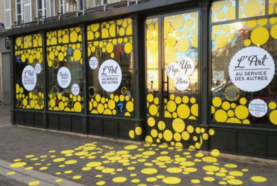 Image of a dot printed window and floorgraphic retail campaign used in a blog post about innovative window retail graphics by EP Cowens
