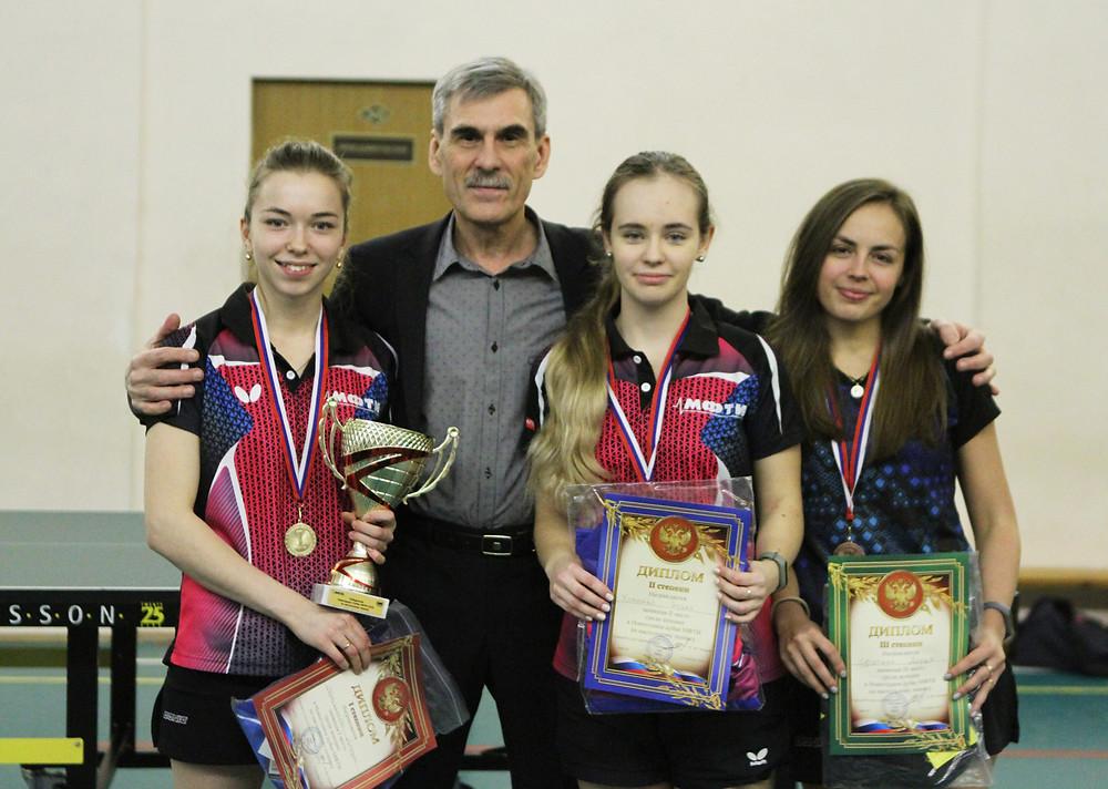 Слева направо: Корякина Дарья, Исаков Е.Ю., Хоменко Ирина и Сутягина Дарья