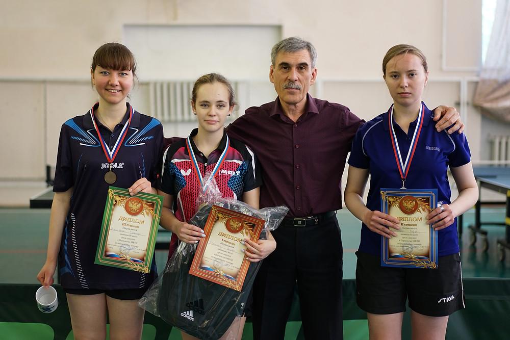 Слева направо: Вишнякова Гуля, Хоменко Ира, Исаков Е.Ю. и Рубаненко Маша