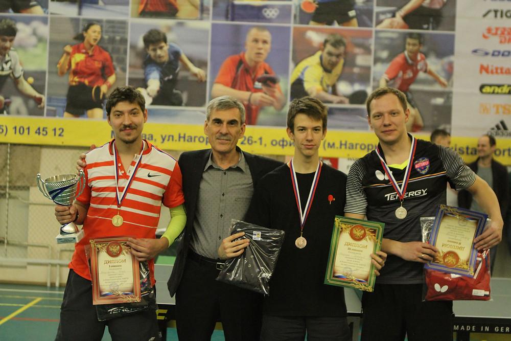 Слева направо: Митрофанов Илья, Исаков Е.Ю., Федоров Дмитрий и Морозов Александр