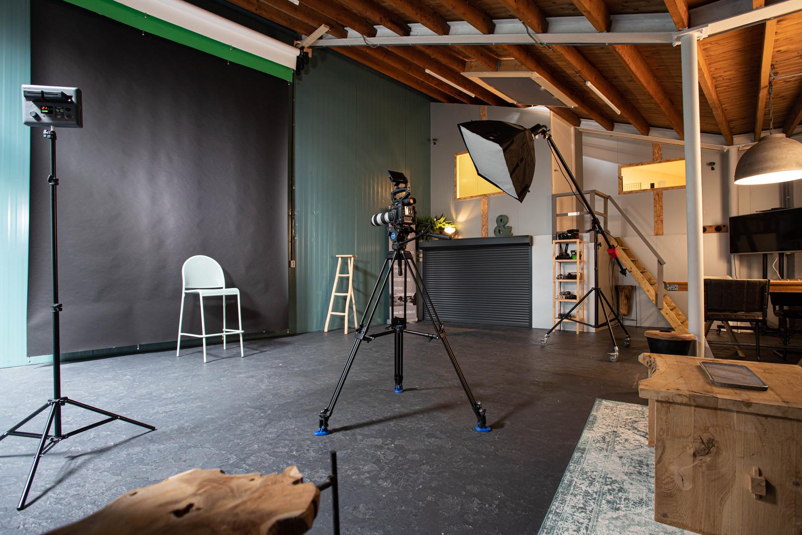 Loods binnenkant studio.jpg