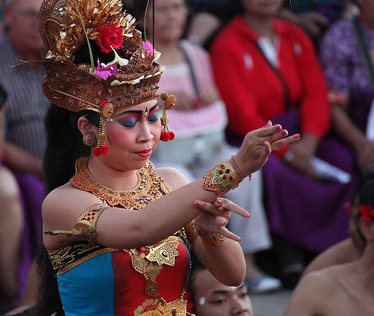 bali tradition danseuse kecak temple Uluwatu