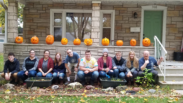 Pumpkin Farmin' & Carvin'