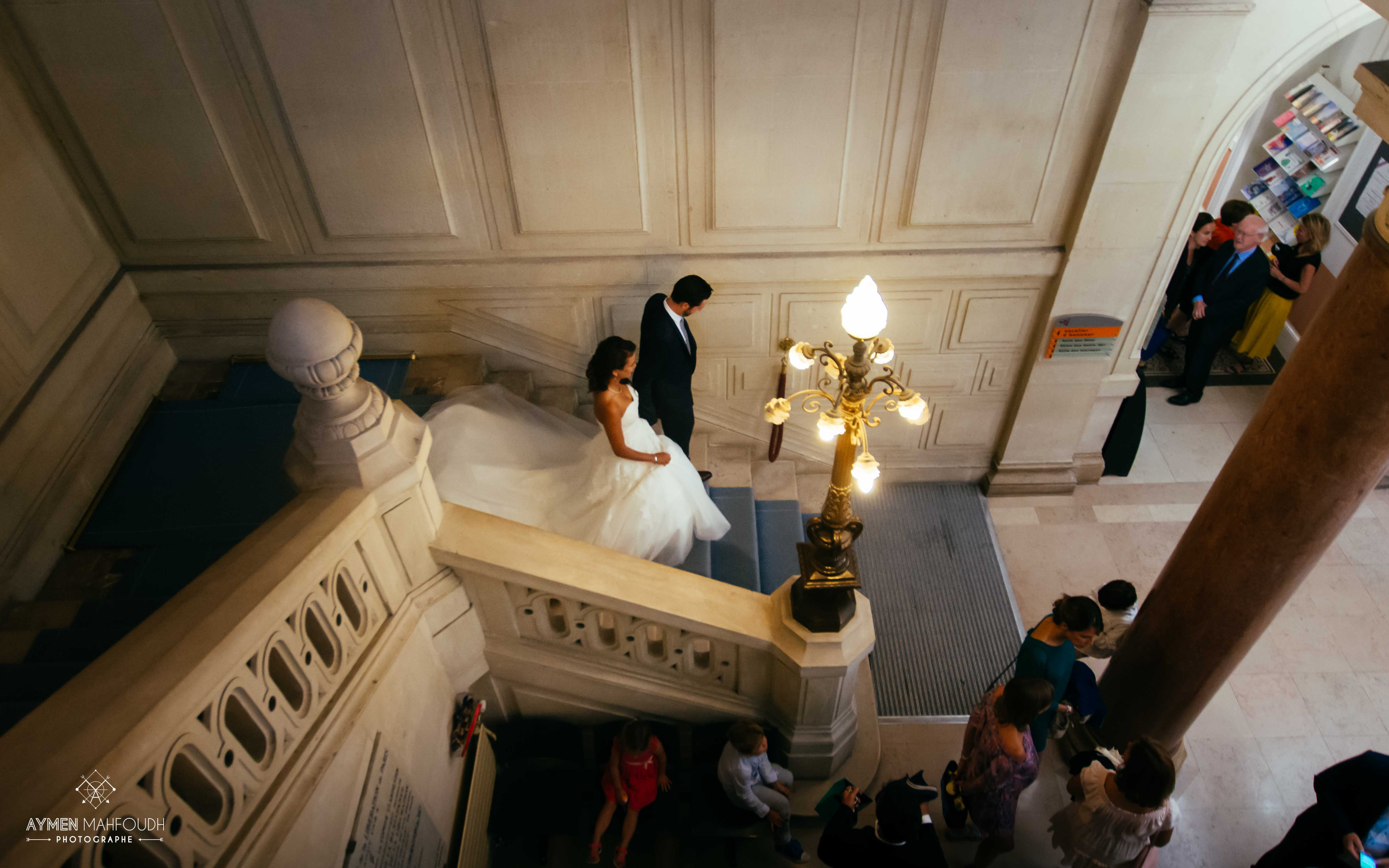 les mariées descendent les escaliers