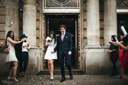 Sortie de la mairie des deux mariés