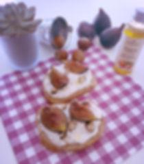 pretty-little-kitchen-bruschetta-chèvre-noisette-figue-huile-végétale-compagnie-des-sens-fromage-blanc