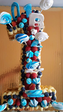 Number cake 1 made of vanilla mousseline, strawberry, raspberry, blueberry, meringues (15/18 persons = starting $79)