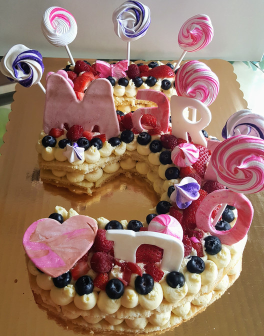 Number cake made of vanilla mousseline, fresh fruits, meringues (15/18 persons = starting $79)