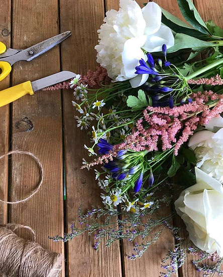 DIY Brides, Bridal Flowers, Learn to Make, Flower Lesson, Learn to make your own Wedding Flowers