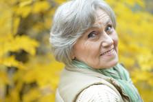 Femme âgée extérieur