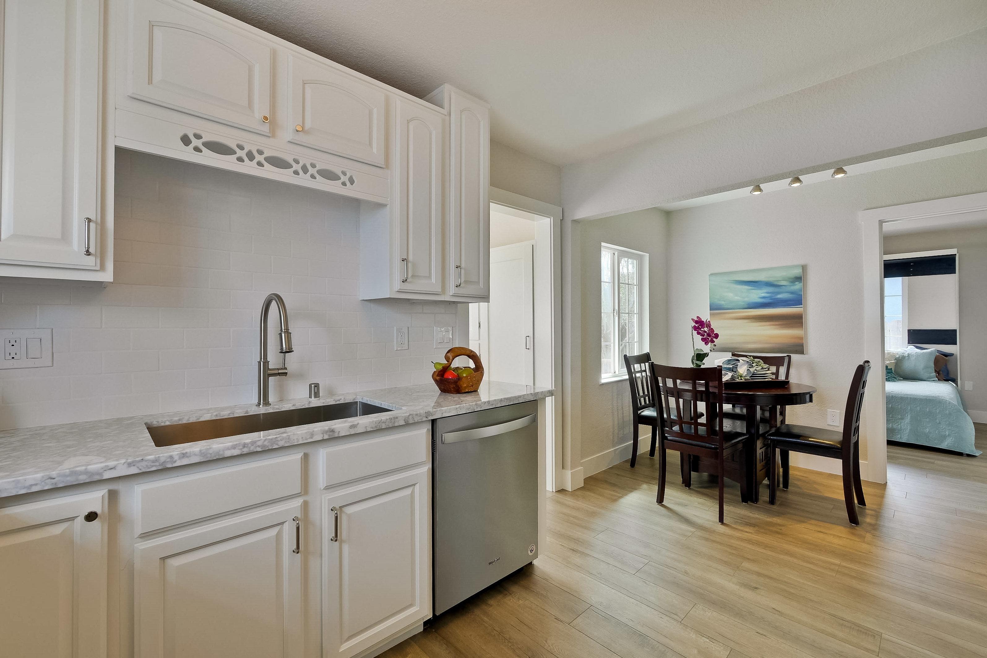 220 Seaside Street-020-59-Kitchen