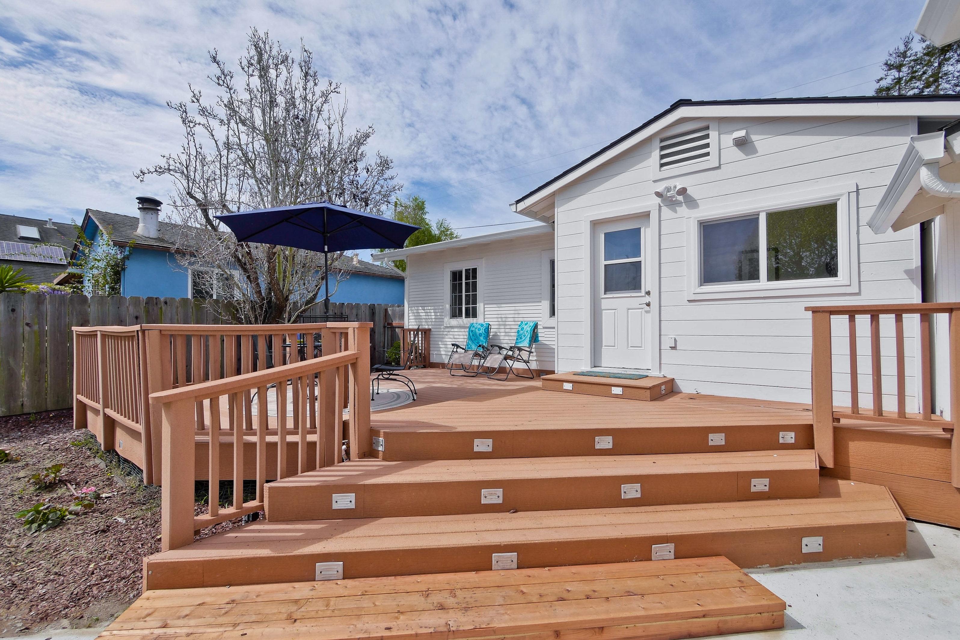 220 Seaside Street-043-33-Backyard