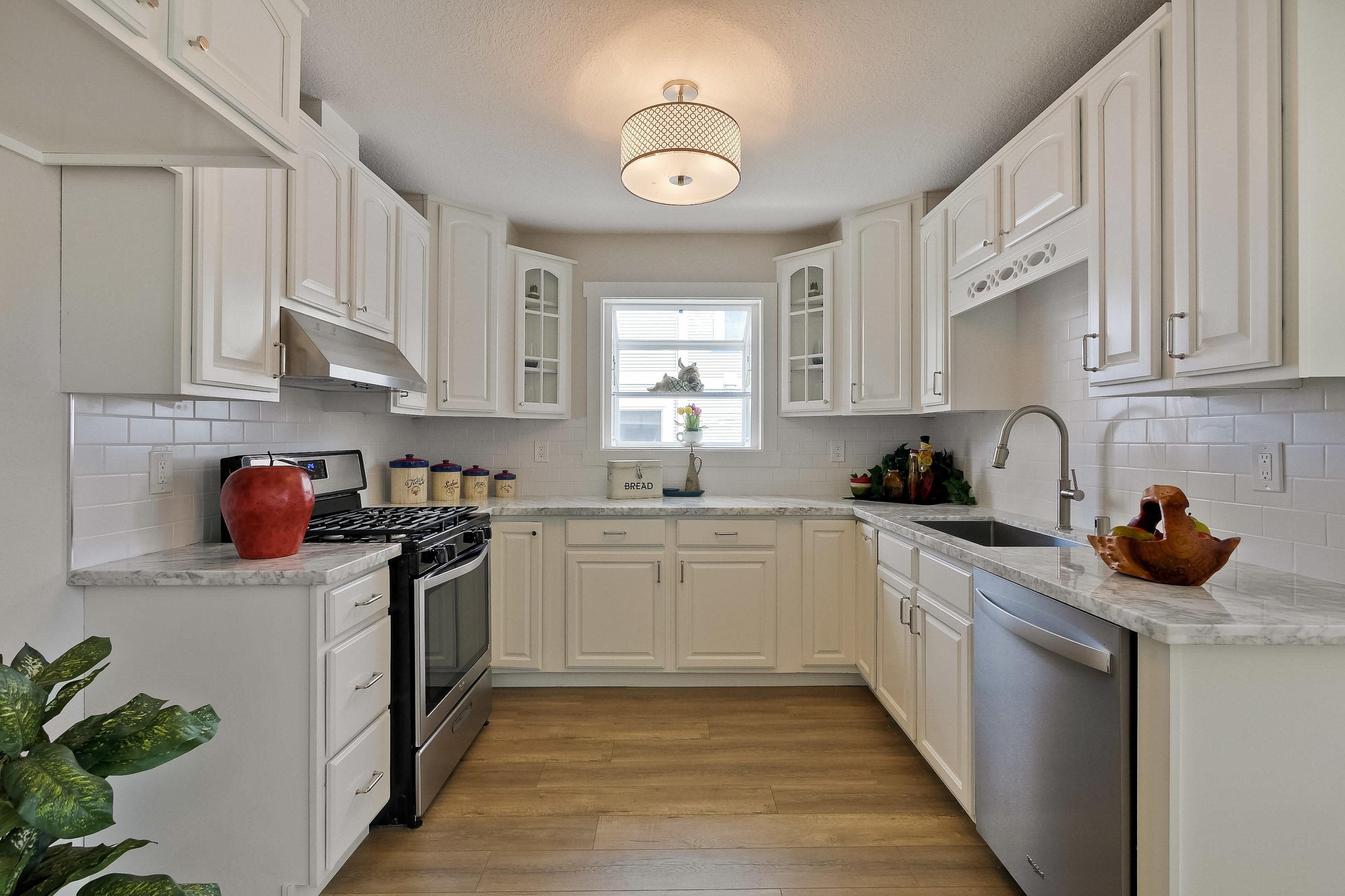 220 Seaside Street-018-60-Kitchen