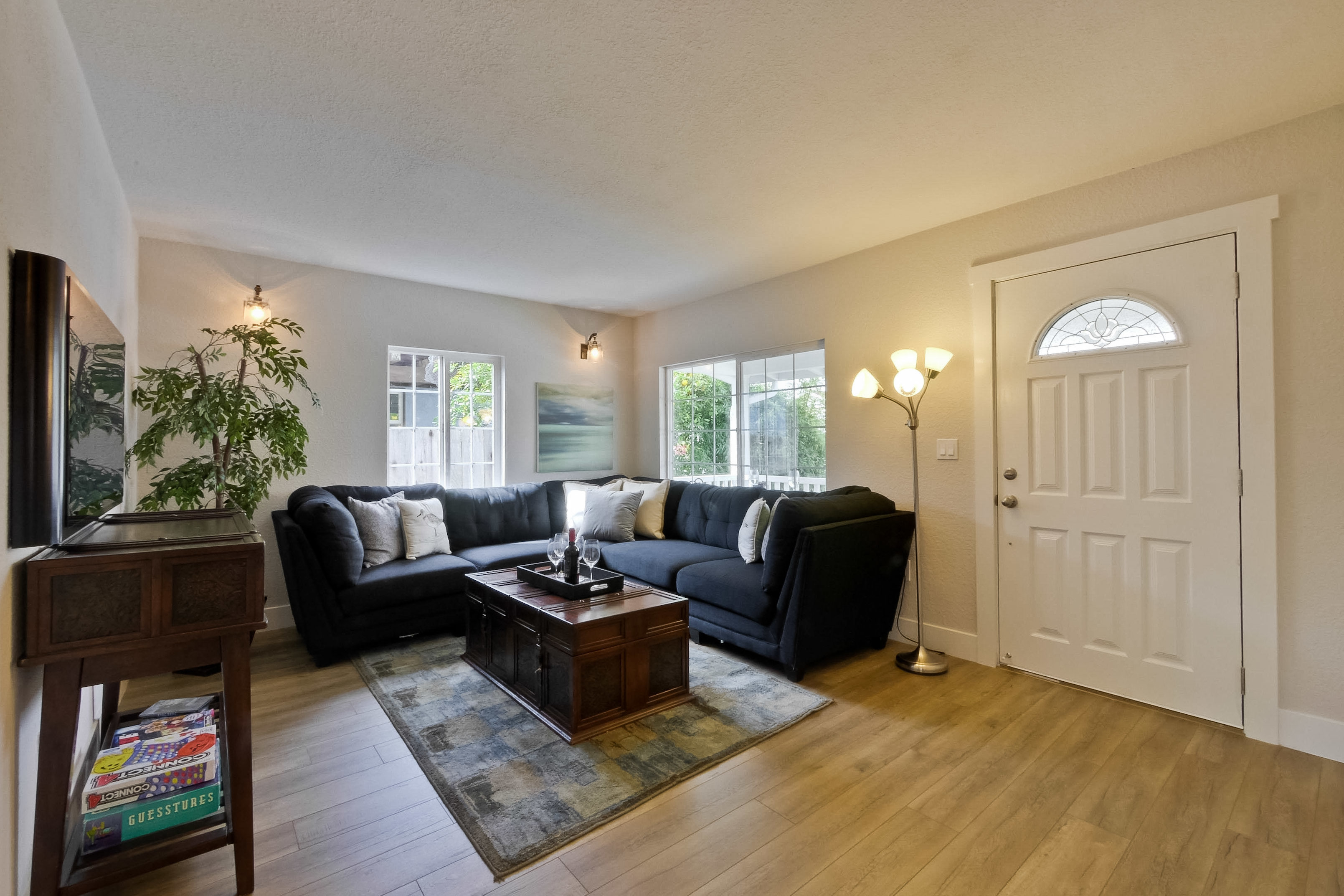 220 Seaside Street-010-44-Living Room
