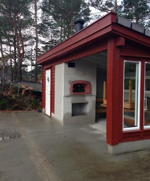 Ovn i utestue, Os utenfor Bergen. Størrelse 70x80