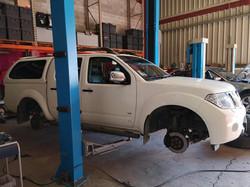 Pick-up nissan Navarra révision complète et montage pneus.