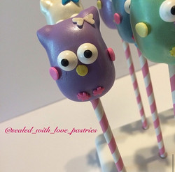 Custom Cake Pops1
