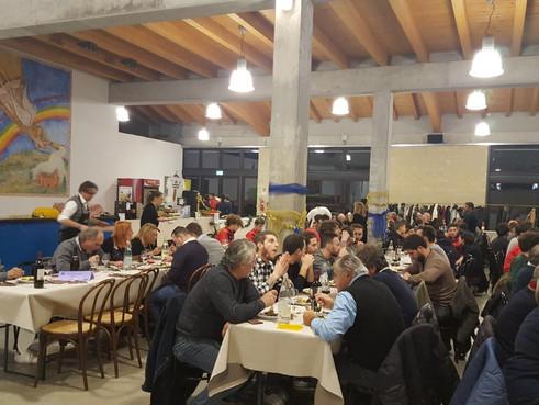 GRANDI FESTE AL CASIER DOSSON: CON NATALE CI SI TROVA E SI FESTEGGIA FUORI DAL CAMPO PER FARE SQUADR