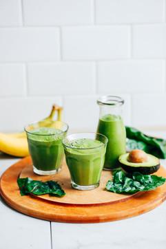 CREAMY-Avocado-Green-Smoothie-5-ingredie