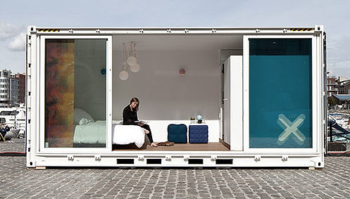 sleeping-around-shipping-container-hotel
