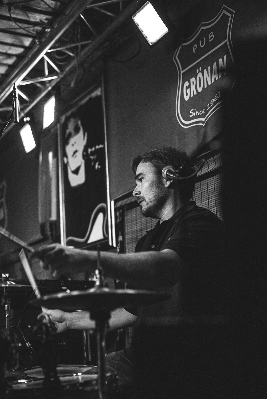 Nicce Lindholm from Drink Floyd live at Pub Grönan, Hanko
