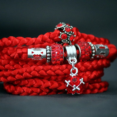 €15 / $18 Red