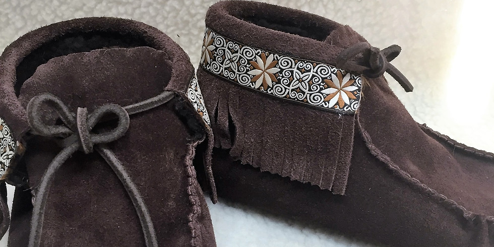Create your custom Fringe boots with Amber