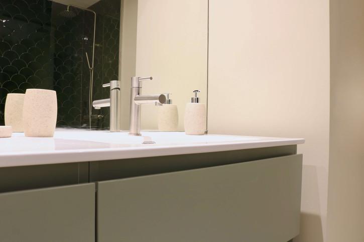 10 - En suite bathroom.jpg