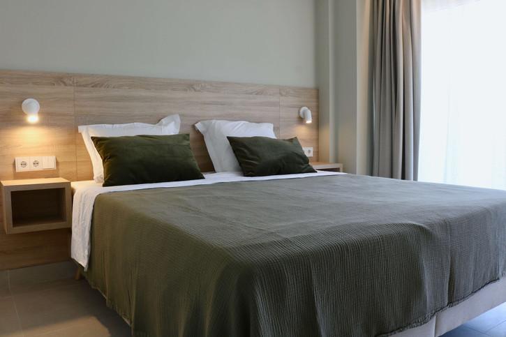 6 - Master bedroom.jpg