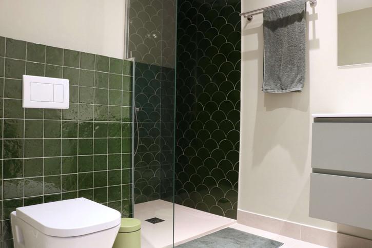 9 - En suite bathroom.jpg