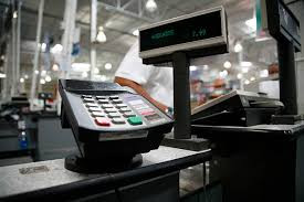 4  Maneras que tu negocio puede ahorrar en cargos por procesamiento de tarjetas