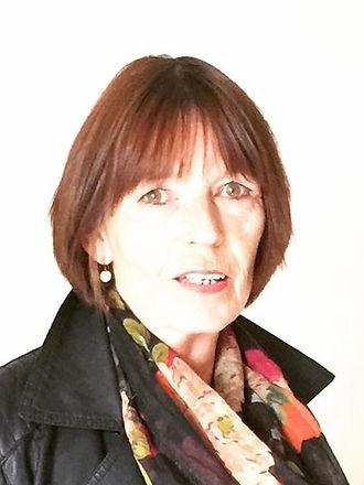 Lesley Hayes Headshot.jpg