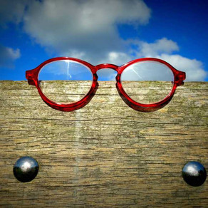 Denk positiv und sehe Deinen Alltag durch die rosarote Brille
