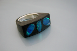 Bague en bois d'ébène – Opale noir