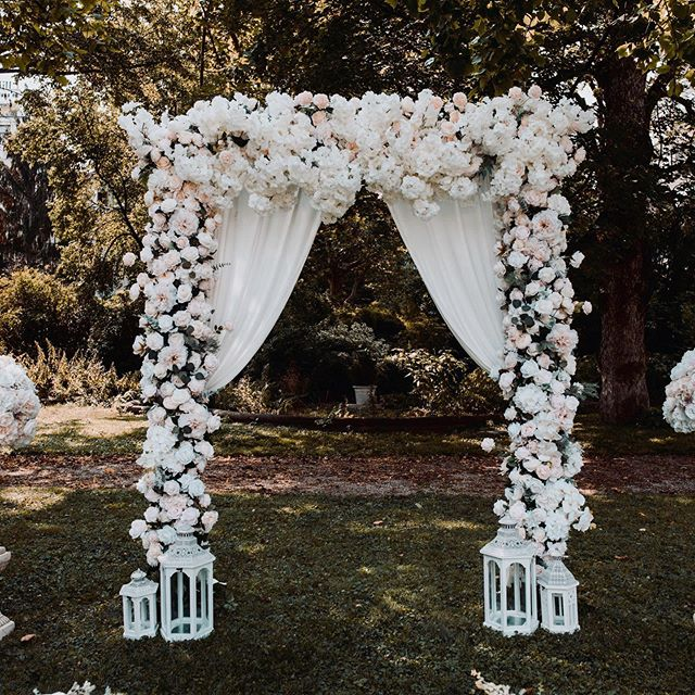 Flower arch by _ellieflorist 🌸Autumn we