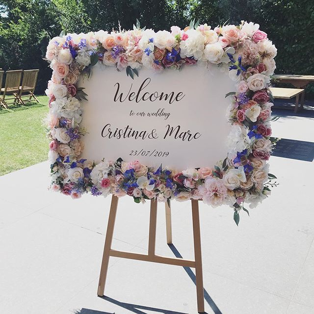 Welcome board 💜 flower frame for rent �