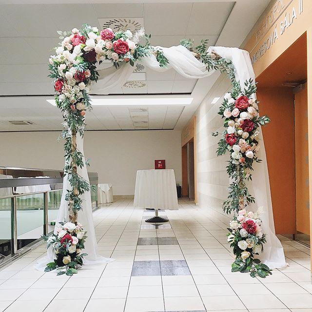 Flower arch by _ellieflorist 🌿🌸_👉Book