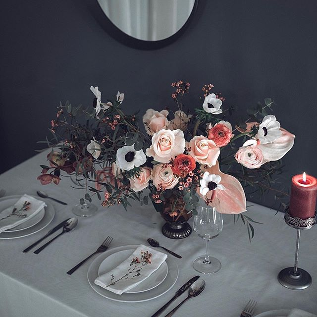 Fresh table decoration with roses, anemo