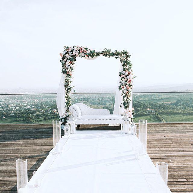 Our elegant outdoor wedding decoration i